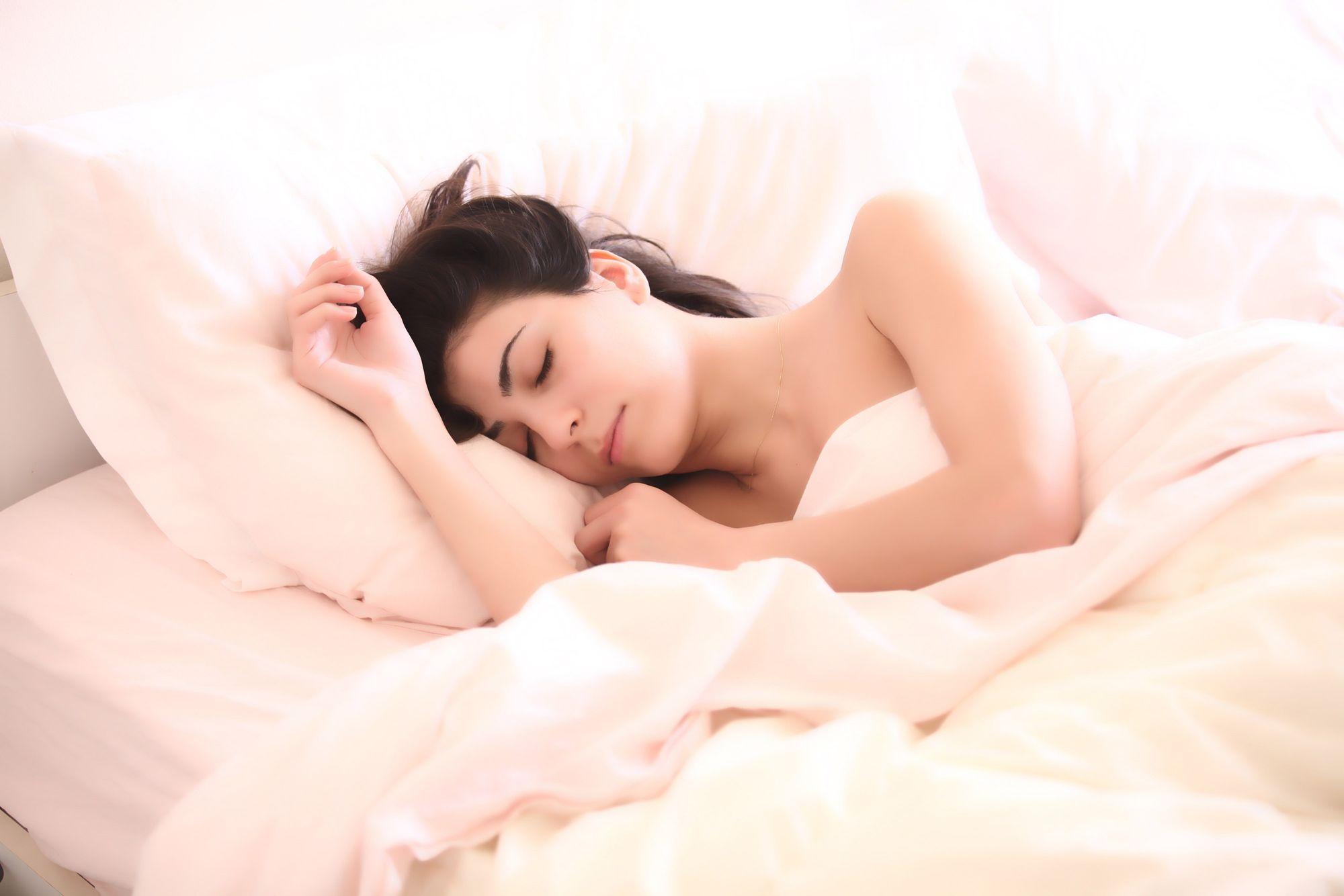 Yakin Posisi Tidur Kamu dan Bantal Kamu Sudah Cocok?