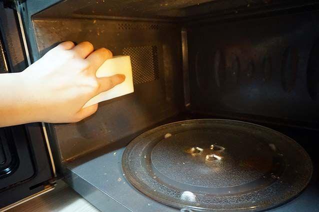Tips Pembersihan - Membersihkan Bagian Dalam Microwave !